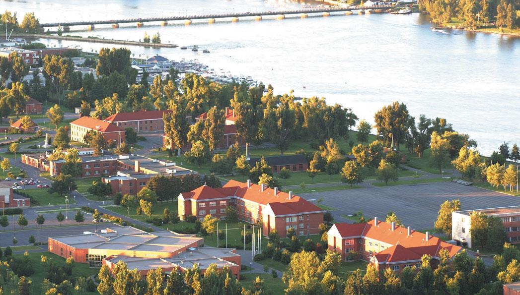 Vue aérienne du Collège militaire royal de Saint-Jean.