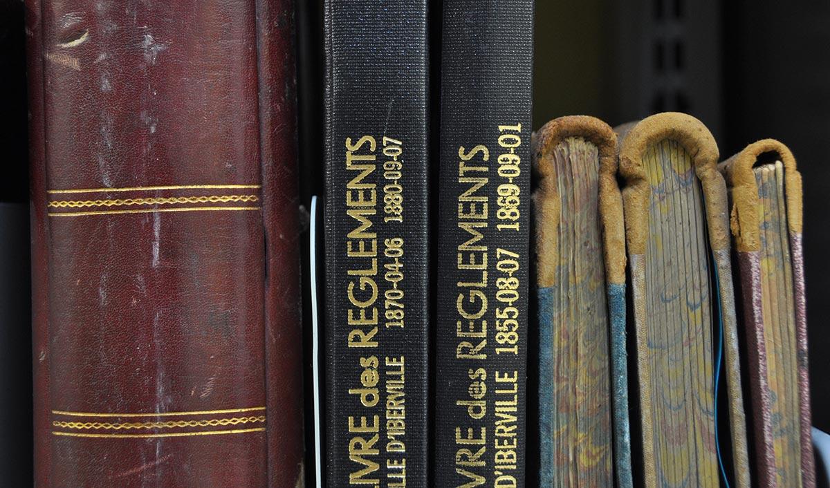 Des livres de règlements.