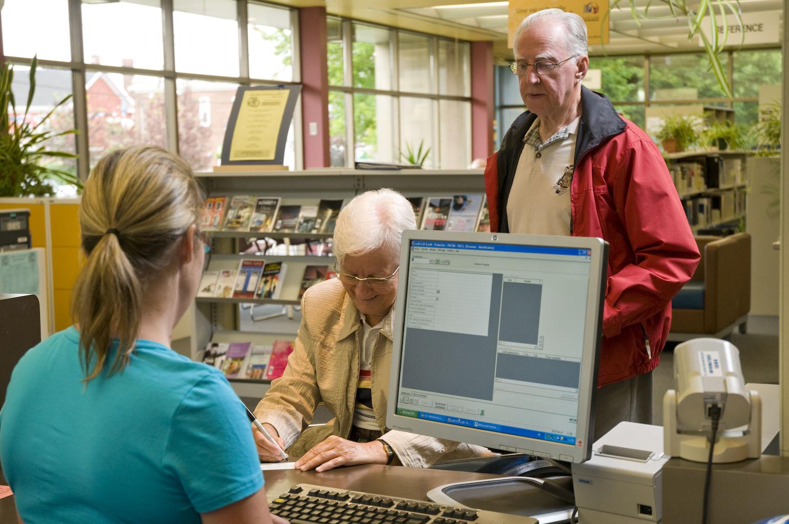 Abonnement à la Carte citoyen au comptoir de la bibliothèque Adélard-Berger