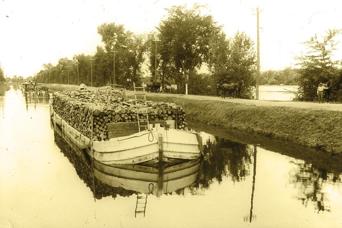 Barge sur le canal de Chambly