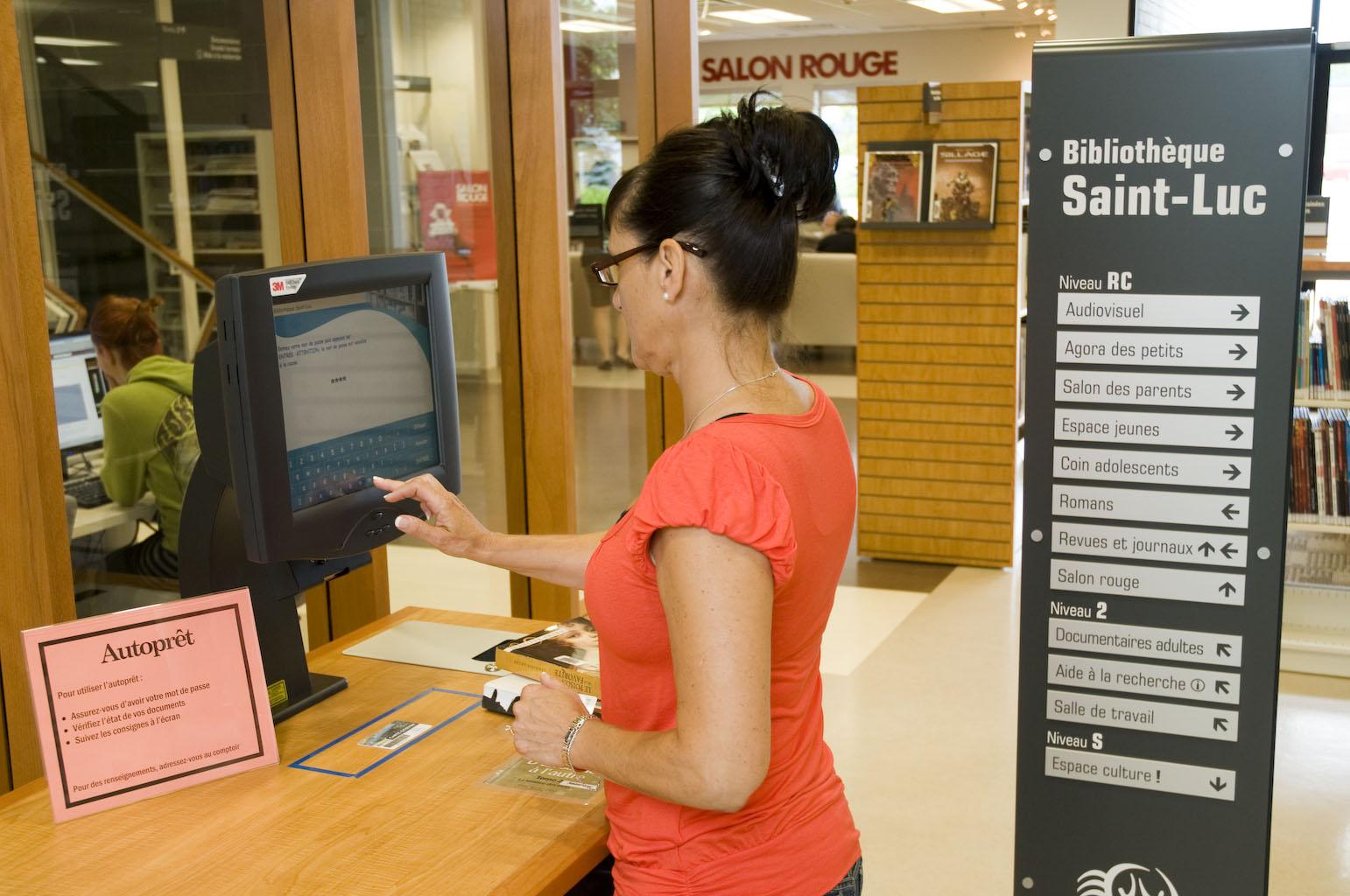 Prêt en libre-service à la bibliothèque Saint-Luc