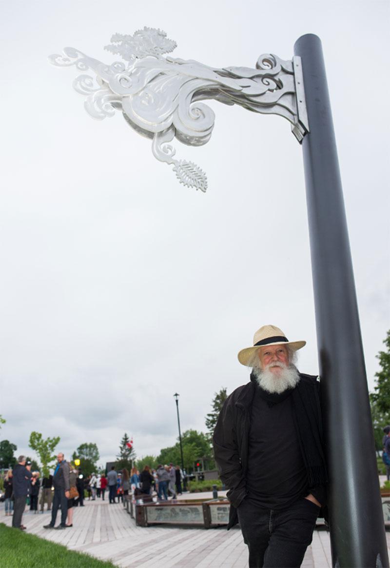 L'artiste sculpteur Pierre Leblanc devant sa sculpture «Et vogue la nature».