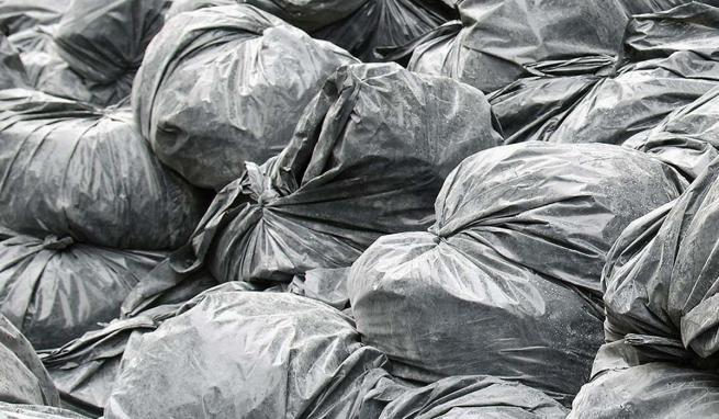Des sacs d'ordures.