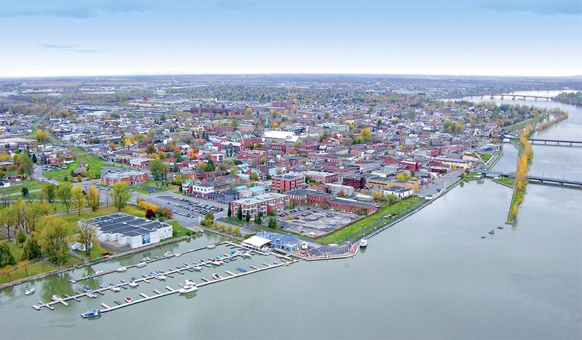 Vue aérienne de la rivière et du Vieux-Saint-Jean.