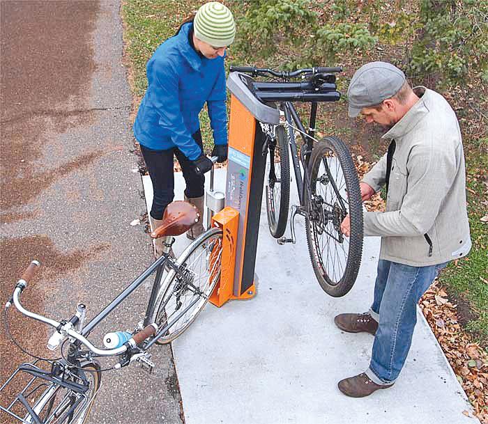 Une station de réparation de vélo.