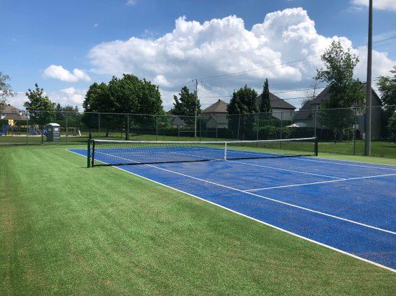 Terrain de tennis au parc des Poètes